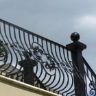 medallion-in-railing-design